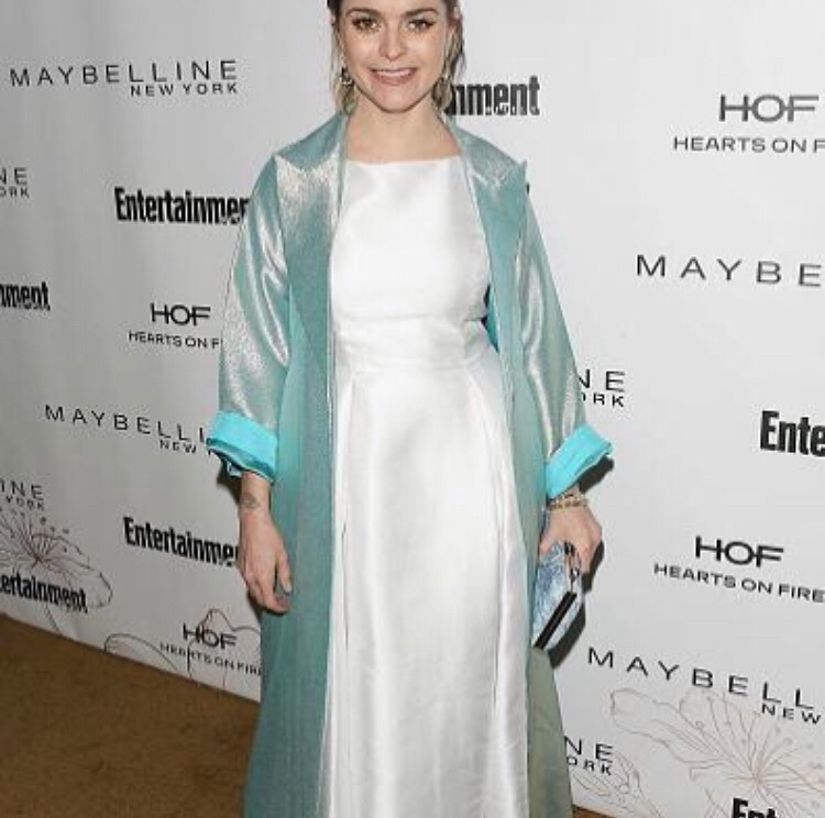 Taryn Manning Wears Adrianna Papell And Image Du Image