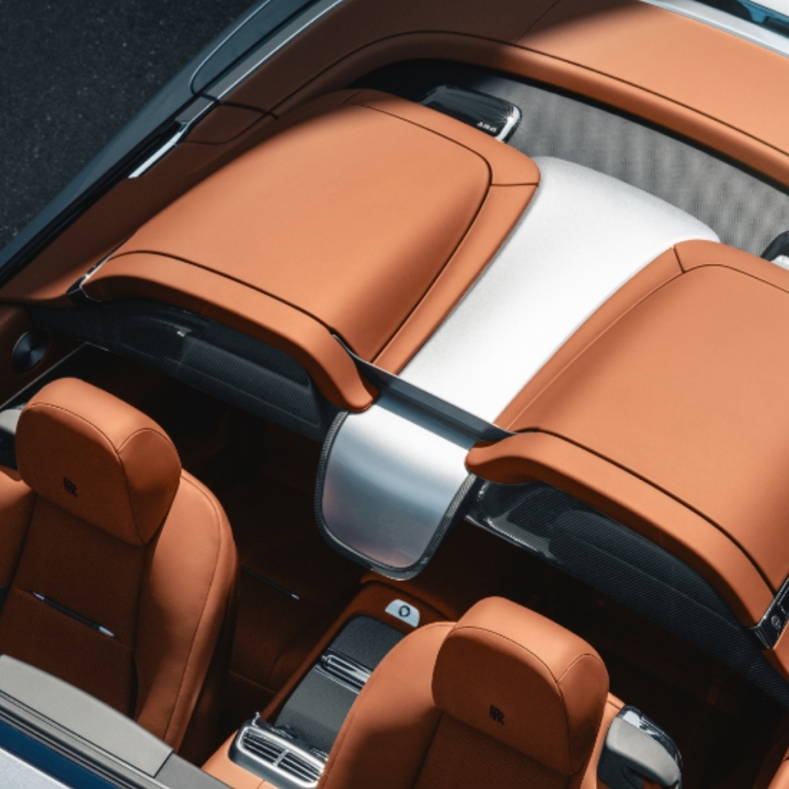 Rolls-Royce convertible Dawn inside 360 MAGAZINE