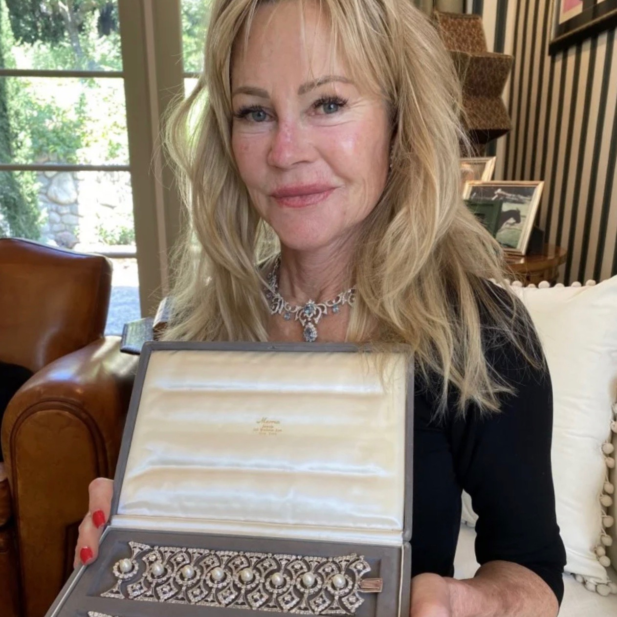 MELANIE GRIFFITH'S TIFFANY & CO. DIAMOND AND PEARL BRACELETS PHOTO